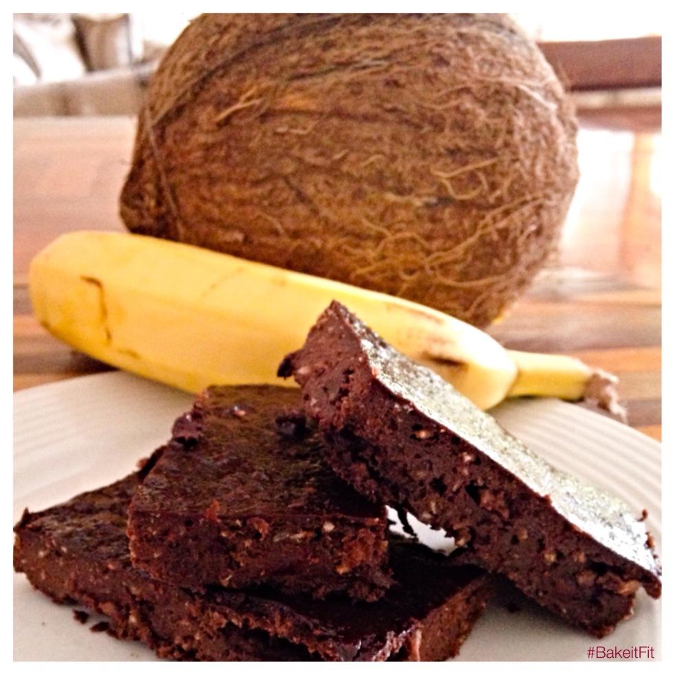 Coconut-Banana Brownies | Brownies con Coco y Chocolate #BakeitFit